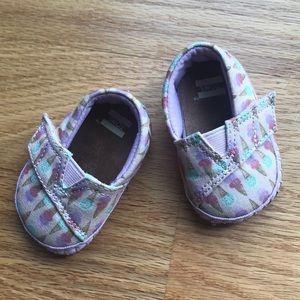 Baby girl ice cream cone Toms crib shoes